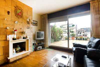 Penthouse with terrace in the center of Barcelona, 5 minutes from Plaça Catalunya
